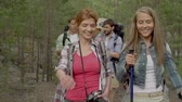 expedição : Slow motion of girls on hiking trip approaching camera and enjoying conversation followed by their male companions