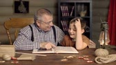parente : Granddad with his grandchild enjoying their leisure reading