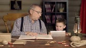 parente : Two generations using different information sources Stock Footage