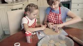 штифт : Two little sisters molding cookies with ramekins