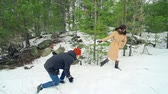 снег : Cheerful couple enjoying their winter activity playing with snow