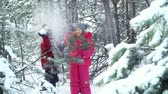 felicidade : Slow motion of two children struggling against snowball attack