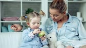 фрукты : Close up of mother habituating daughter to healthy eating