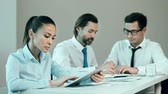 documentos : Close up of three business people at the meeting table