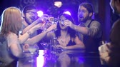banquete : Front view of friends celebrating at the club bar counter Stock Footage