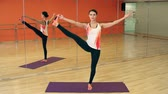 joga : Close up of attractive young woman practicing standing hand to big toe pose in yoga Wideo