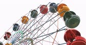 círculo : Colorful vintage Ferris wheel spinning slowly