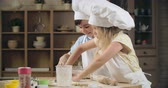 штифт : Little siblings learning to bake together