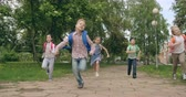 рюкзак : Active school children running towards camera Стоковые видеозаписи