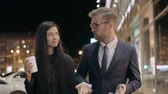 одноразовый : Slow motion of young businessman and his girlfriend walking down the city street in evening and talking Стоковые видеозаписи