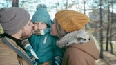 örgü : Mom and dad kissing their adorable baby