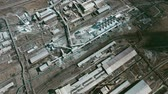 diretamente acima : Aerial directly above view of large factory consisting of various industrial buildings and constructions