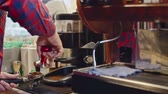 de mãos dadas : Closeup of unrecognizable coffee shop baristagrinding coffee beans and using tamper to press ground coffee in portafilter Stock Footage