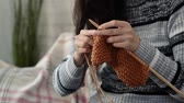 örgü : beauty asian woman knitting for coming season sitting on sofa in the living room at home in autumn season, close up Stok Video