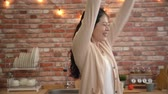 ponto : Slow motion of girl found out she is able to graduate. After she counted her score. She is going to graduate from school and start a new life. Stock Footage
