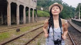 desgaste : Slow motion of Asia backpacker walking on the railway of Shifan train station.