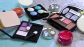 brilhar : Artificial cosmetic products put on the table and the light shining on them.