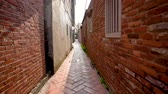 local : The scene of the ancient narrow alley. The walls are built in the old bricks street. Vídeos