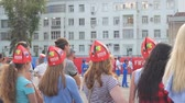 ventilador : SAMARA, RUSSIA - JUNE 21, 2018: Russian girls are fans of the 2018 FIFA world Cup in Samara on Kuibyshev square
