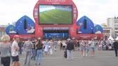 Дания : SAMARA, RUSSIA - JUNE 21, 2018: Football fans watch the live broadcast of the match in the fan zone of the 2018 FIFA world Cup in Samara Стоковые видеозаписи