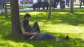 mít : Russia, Samara, May 27, 2018: Loving couple sitting on the lawn in the Park Dostupné videozáznamy