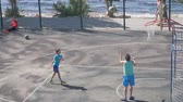 дриблинг : SAMARA, RUSSIA - JUNE 21, 2018: Teenagers practice in the game of basketball. Slow motion Стоковые видеозаписи