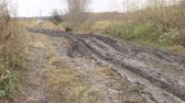 voorwaarden : A slippery, impassable, muddy country road in the autumn season. Offroad