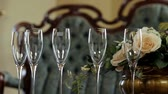 význam : Close up of  champagne glasses and bouquet