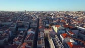 praça : Sky view from the charming city of Lisbon and its downtow Vídeos