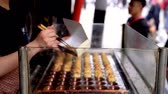 ahtapot : Osaka, Japan-April 14, 2018: chef quickly putting takoyaki into the outer box because the male customer is waiting