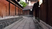 quioto : Kyoto, JAPAN - APRIL 18, 2018: elegant traveler visiting famous Japanese landmark, Ishibe alley