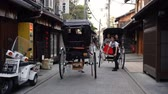 lehúzó : Kyoto, JAPAN - APRIL 18, 2018: Japanese rickshaw pullers greeting to each other while working