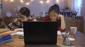 memorando : two focused woman students writing notes nod head studying on laptop computer. group serious girl listening to lessons course at home on internet e-learning and online professional education concept. Vídeos