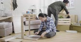 опрятный : Young happy asian female friends renovating new house and moving furnishings together.