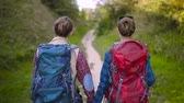 atividades de fim de semana : Tourist Couple Traveling, Walking With Backpacks On Summer Weekend, Enjoying Nature Of Mountains.