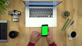 spojovací : Man Using Phone With Green Screen, Working At Table Flat Lay