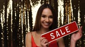 вывеска : Holiday Sale. Beautiful Woman With Red Discount Board In Hands