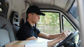 postacı : Delivery Delivering Package, Man Delivering Package Stok Video