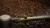 processamento : Coffee Production. Brown Beans Roasting In Machine Closeup