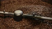 семя : Coffee Production. Brown Beans Roasting In Machine Closeup