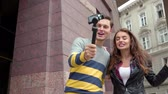 kayıtlar : Couple Of Bloggers Filming Vlog In City