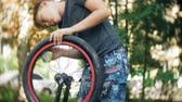 szivacs : The boy washes his BMX bicycle with water and foam