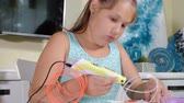 dimenzionální : Creative girl using 3d pen printing 3D shape.