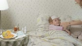 termometre : Sick girl with fever. Child with fever: a woman caring for a child and medicating