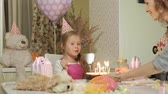 желание : Happy girl with birthday cake with candles Стоковые видеозаписи