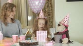 sní : Happy girl and her mom get birthday presents Dostupné videozáznamy