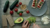 broden : Gezonde vegetarische sandwiches koken Stockvideo