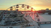построен структуры : Aerial shooting, ferris wheel,cityscape at sunset, sunrise