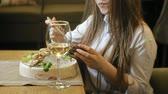 molhos : Beautiful blonde woman eating and drinking in restaurant, lunch break Vídeos