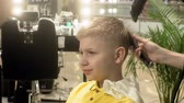 клиент : hairdresser, childrens and mens haircuts
